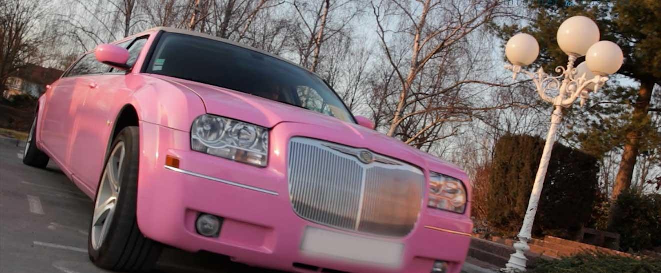 Inédit ! Optez pour un striptease en limousine, le cadeau qui fera sensation !